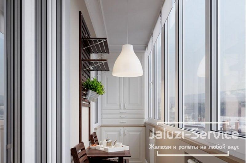 Жалюзи на балкон: какие лучше, замечания и отзывы